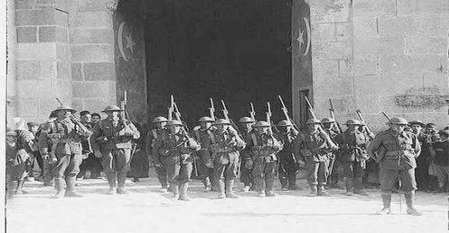 صورة نادرة | الجيش البريطاني عند أسوار يافا عام 1917