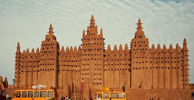 بالصور   مسجد جينيه الكبير .. أكبر صرح من الطوب اللبن في العالم