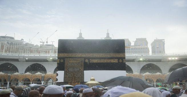 مكة المكرمة تستقبل الحجاج بالمطر