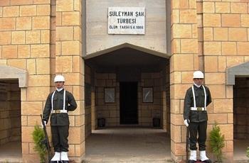 تركيا تستعيد رفات سليمان شاه جد مؤسس الدولة العثمانية