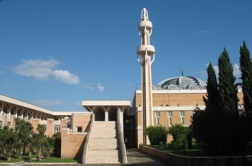 رئيسة مجلس النواب الإيطالي تزور مسجد روما