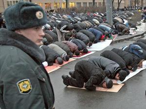 منع وضع ملصق الشهادتين على السيارات في روسيا
