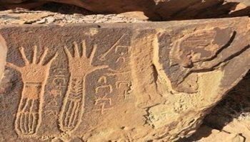 اكتشاف نقوش وآثار تاريخية في كهوف جنوب تبوك