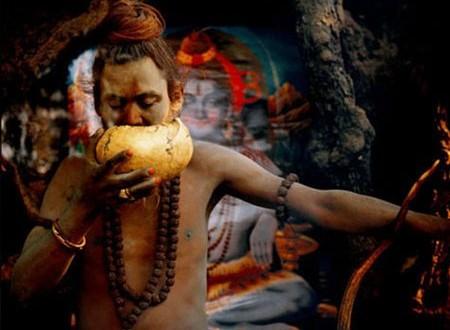 بالصور| قبيلة هندية يأكلون لحوم البشر ويشربون في جماجمهم