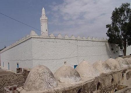 اكتشاف معالم أثرية جديدة داخل أول مسجد بني في اليمن