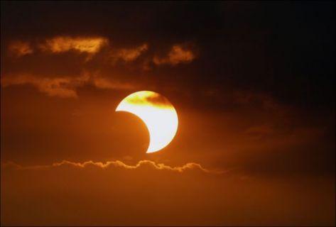 تحذيرات من الإصابة بالعمى نتيجة كسوف الشمس