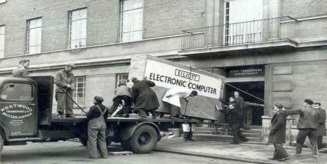 صورة جهاز كمبيوتر من عام 1950