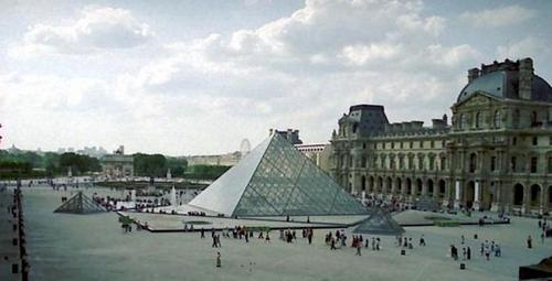 متحف اللوفر ينتقل من باريس إلى أبوظبي