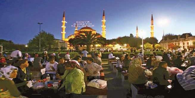 مسن تركي يدخر من معاشه لإطعام الفقراء في رمضان