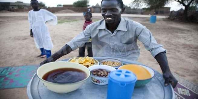 في السودان .. يقطعون الطريق لإفطار الصائمين في رمضان