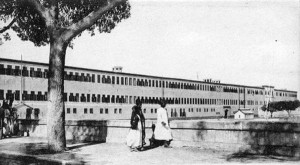 قصر خوشيار هانم (الوالدة باشا) أم الخديوي إسماعيل بني عام 1877 شمال حلوان ، والذي تحول إلى منطقة «عزبة الوالدة» الآن