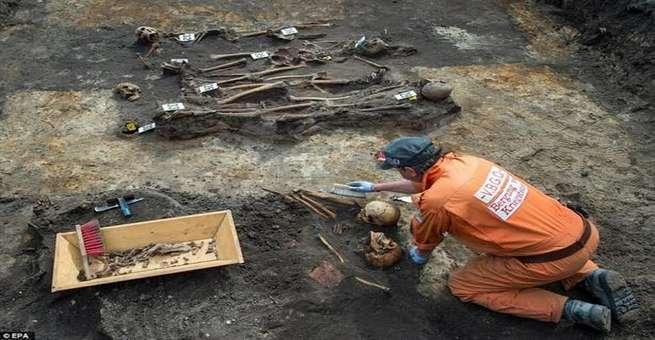 اكتشاف مقبرة جماعية لجنود سوفيت قتلوا في الحرب العالمية الثانية