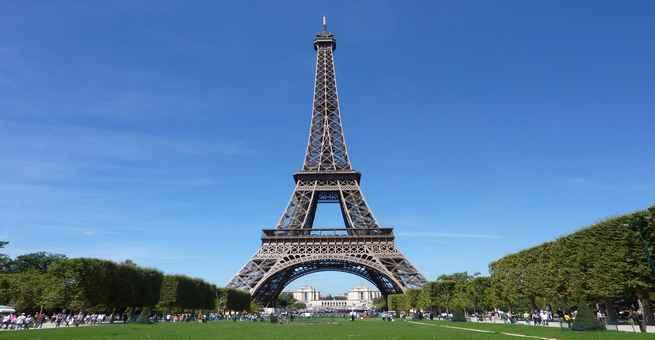 ذكرى افتتاح برج إيفل