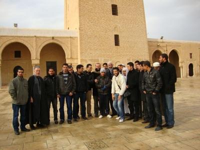 بالصورة| د.راغب السرجاني يزور مسجد عقبة بن نافع في القيروان