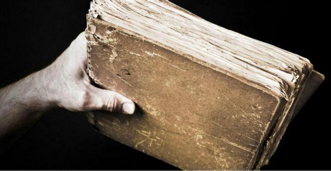 الكتب الورقية .. تاريخ ظهورها وموعد الإعلان عن وفاتها