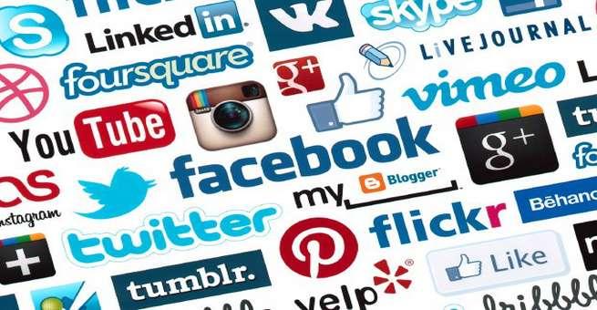 قصة الإنترنت .. تاريخ شبكات التواصل الاجتماعي