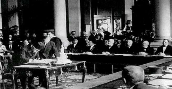 الدولة العثمانية توقع معاهدة سيفر