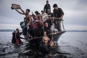 أحد الصور الفائزة بجائزة بوليتزر لعام 2016 عن معاناة اللاجئين في أوربا والشرق الأوسط عن وكالة رويترز